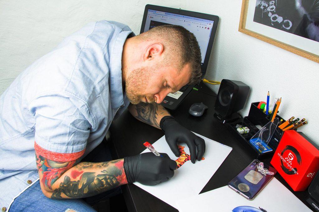 Vill_kunterbunt_Tatto-Piercingstudio_fotosession1_016